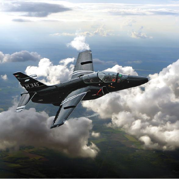 Leonardo-Finmeccanica: Successful first Flight for the new Aermacchi M-345