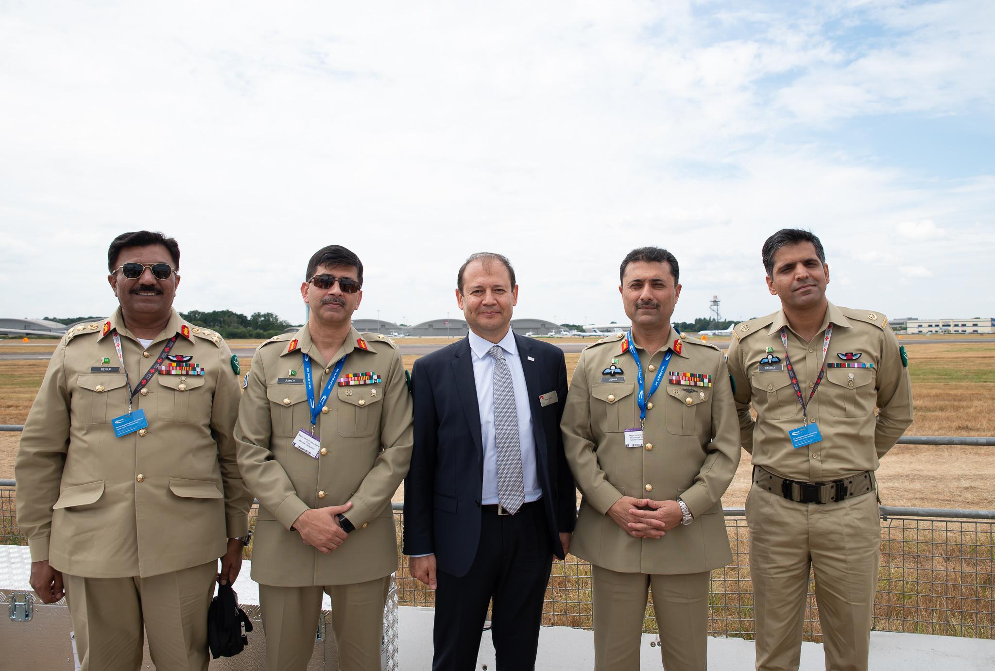 Pakistan Genelkurmay 2.Başkanı - Farnborough Air Show da T129 ATAK Gösteri Uçuşunu İzledi
