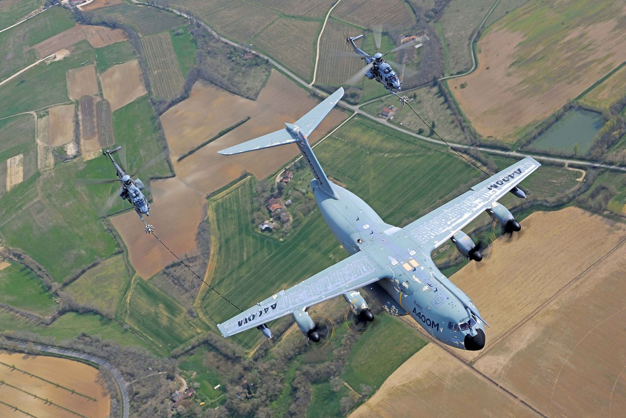 Airbus A400M conducts major helicopter refueling certification campaign